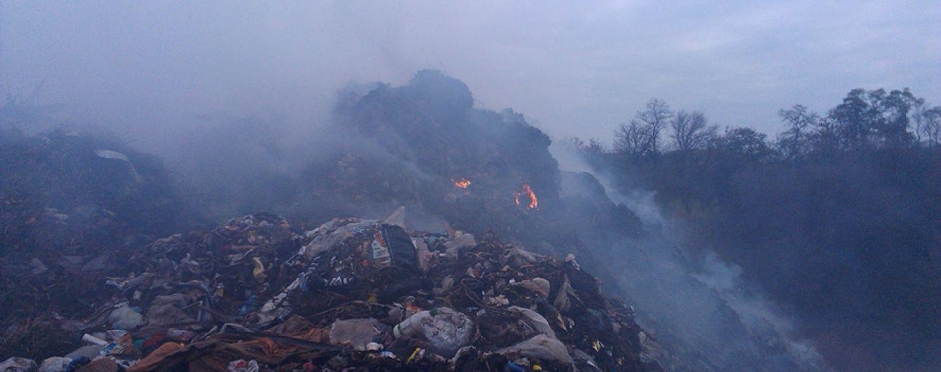 На Полтавщині другу добу горить сміттєзвалище