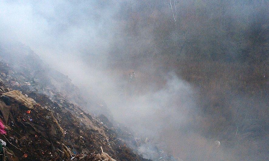 На Полтавщині другу добу горить сміттєзвалище_2