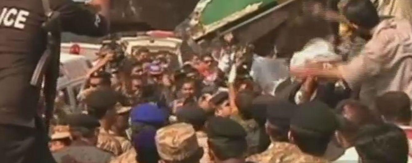 Внаслідок зіткнення двох потягів у Пакистані загинули десятки людей