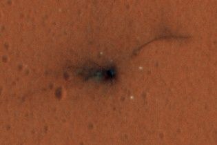 З'явилося нове фото фрагментів розбитого на Марсі російсько-європейського модуля