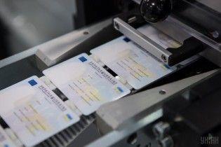 Без сведений о семейном положении, детях и прописке. Украинцам по-новому будут выдавать паспорта