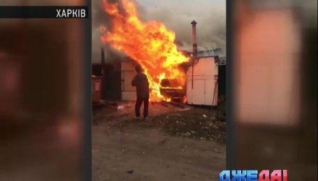 В Харькове продолжают поджигать автомобили