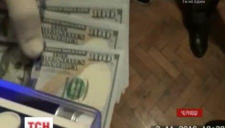 На Буковині правоохоронці вимагали гроші у колишнього колеги за полегшення статті у справі про хабарництво