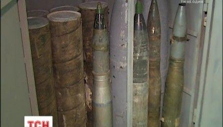 Владелец бункера с арсеналом оружия под Киевом уверяет, что это склад интернет-магазина