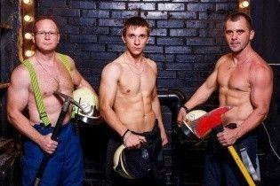 Календарь с российскими пожарными и шутки из-за ляпа Поклонской. Тренды Сети
