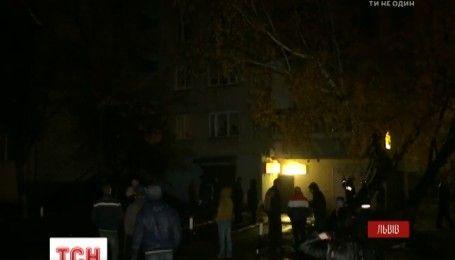 Розмінування львівської квартири з давніми боєприпасами триває більше доби