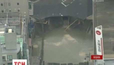 В Японії під землю провалилася частина шосе