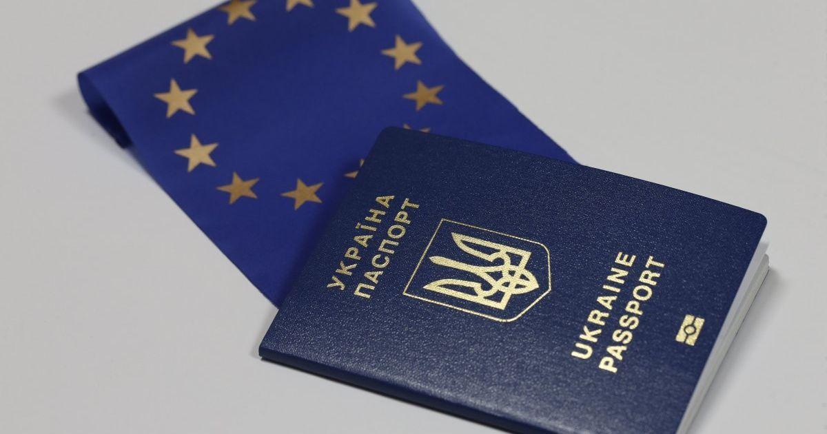 В Одессе в очереди за биометрическими паспортами подрались двое пожилых людей
