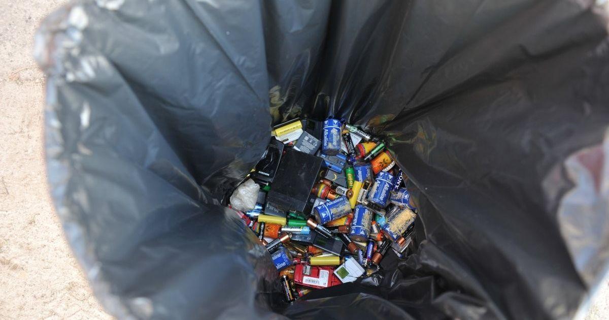 В Україні утилізовують лише 1% використаних батарейок: тонни отрути потрапляють у ґрунт та воду
