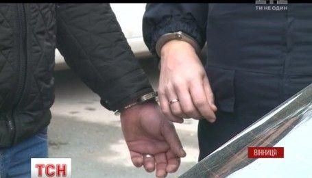 Озброєну банду квартирників на гарячому схопили вінницькі поліцейські