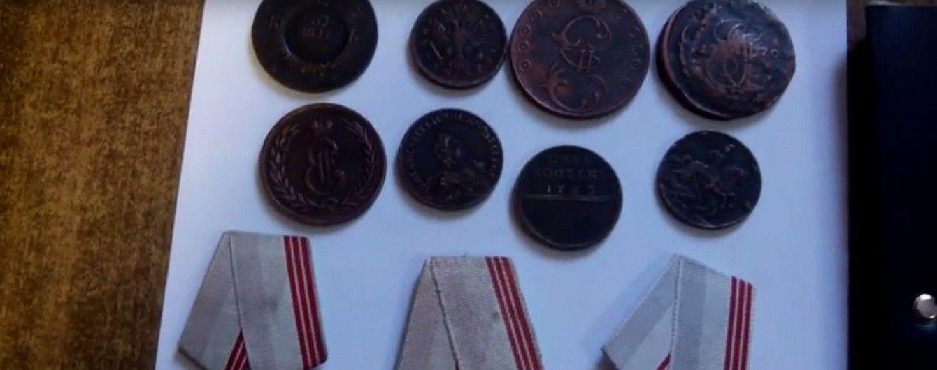 У Запоріжжі прикордонники вилучили в іноземця старовинні монети