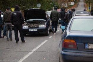 На границе со Словакией отменили упрощенный въезд для авто с иностранными номерами