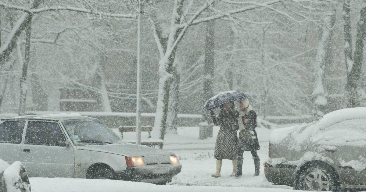 Водителей фур предупредили об ограничении в Киеве из-за снегопада