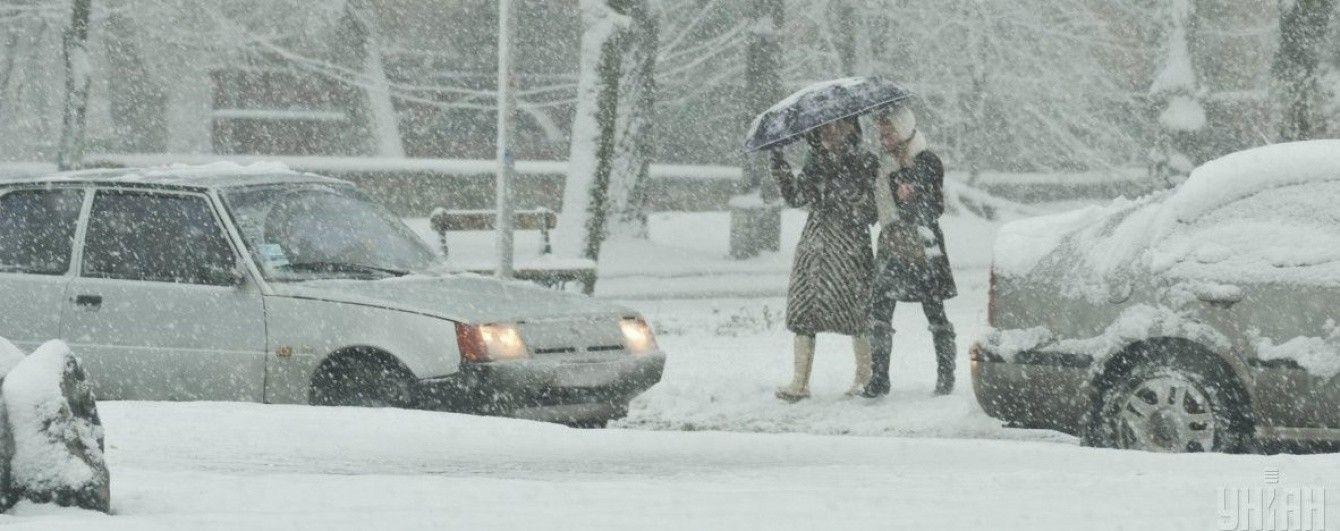 Водіїв фур попередили про обмеження в Києві через снігопад