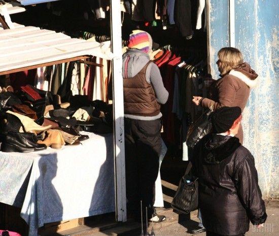 Більше ніж половину імпорту одягу до України складає секонд-хенд
