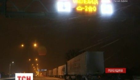На Ровенщине спасатели отбуксировали более 200 машин из снежных заносов
