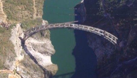 В Китаї будують найдовший залізничний міст над річкою