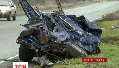 Слизька дорога і літня гума: на Дніпропетровщині в ДТП загинув 28-річний водій