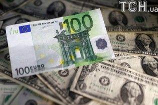 Долар і євро поступово поповзли вгору. Курс валют на 14 грудня