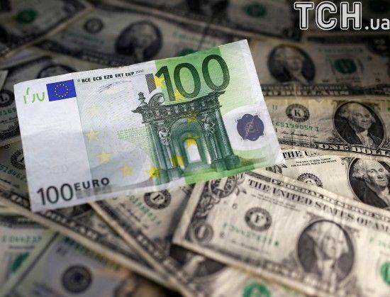 Долар і євро поступово поповзли вверх. Курс валют на 14 грудня