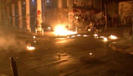 Против Обамы: в Греции протестующие забросали полицию коктейлями Молотова