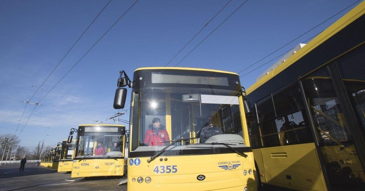 В Киеве в троллейбусе умер человек