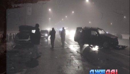 В Киеве в масштабной авария пострадали четыре автомобиля