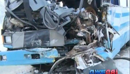Смертельное ДТП произошло на Житомирщине: фура столкнулась с автобусом