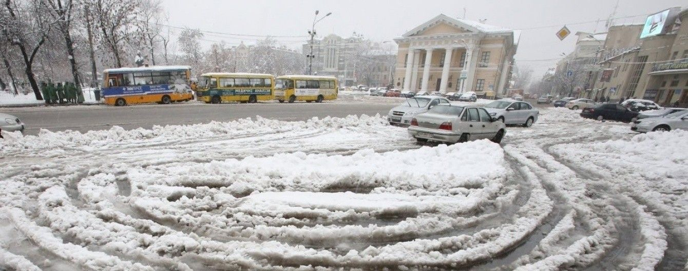 Київ засипле мокрим снігом: містян закликають не їздити на власних авто