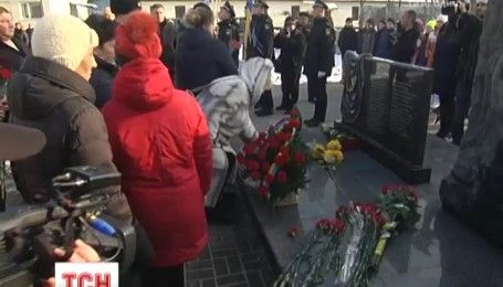 """Родственники, собратья и представители власти почтили память погибших бойцов подразделения """"Миротворец"""""""