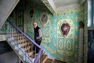 Найяскравіші фото дня: київський під'їзд у стилі бароко, показ мод серед мігранток