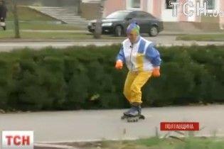 77-летняя украинка катается на роликах и покоряет высоченные горы