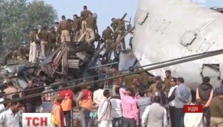 Скоростной поезд сошел с рельсов в Индии, 128 человек пострадали