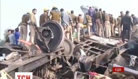 На севере Индии перевернулся пассажирский поезд, есть жертвы
