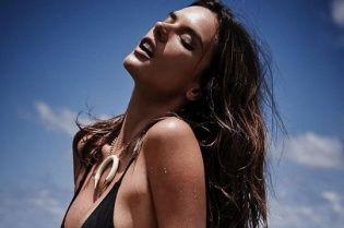 Мокрая и топлес: сексуальная Алессандра Амбросио в рекламе своей новой коллекции купальников