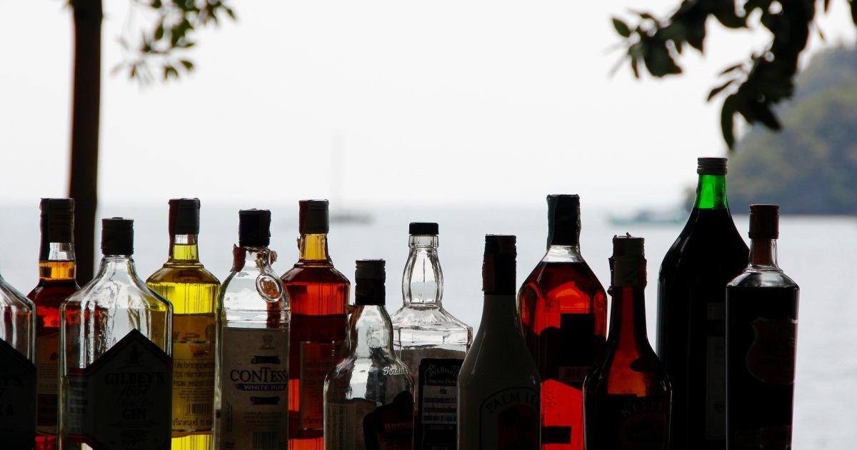 """Антимонопольный комитет обязал Киевсовет возобновить """"ночную продажу"""" алкоголя"""
