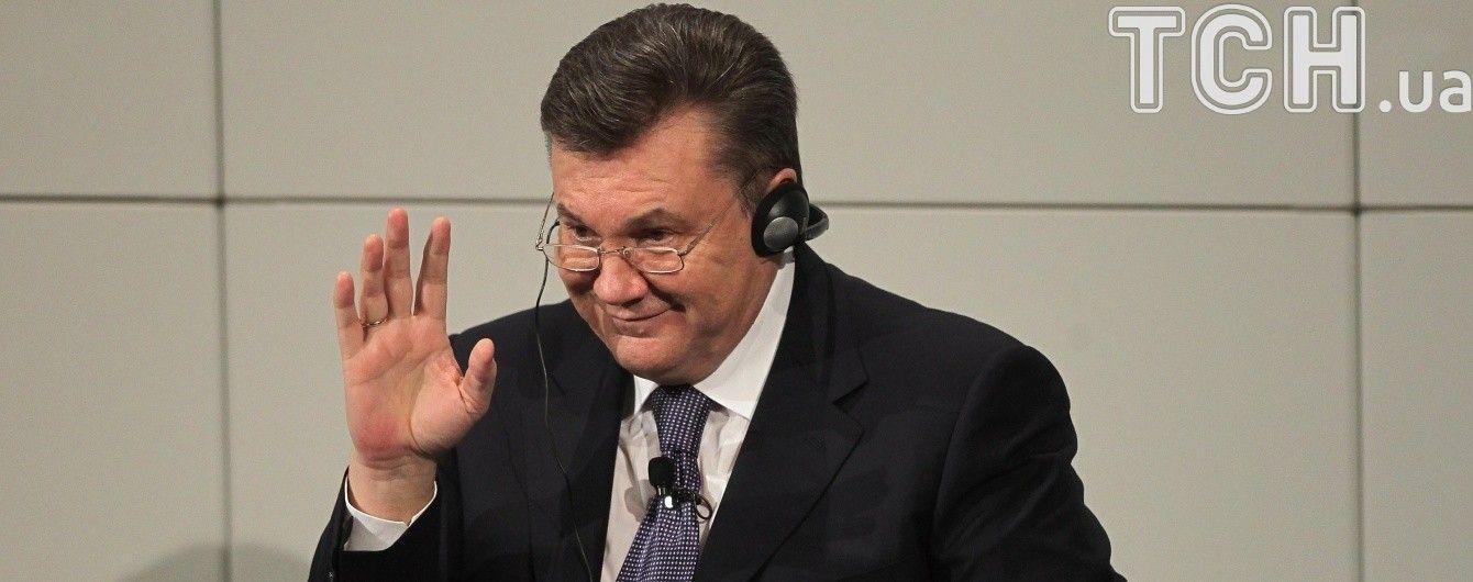 Поскользнулся и упал на лавочку, - Янукович о травме
