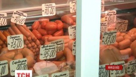 Таємничий цех: у сосисках із харківського комбінату знайшли хробаків