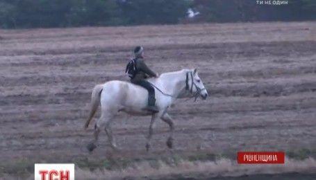 Принц с Ровенщины: пятиклассник рассказал, как каждый день ездит в школу на лошади