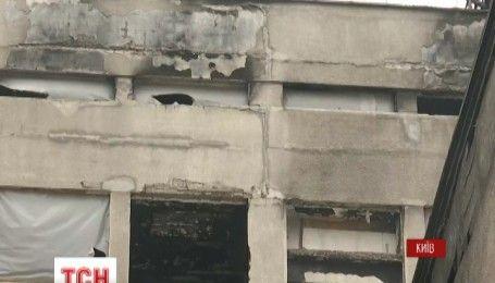 У Києві почали зносити надбудову на Будинку профспілок