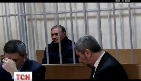 Печерский суд вторые сутки определяется с удлинением пресечения для Ефремова