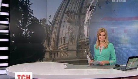 На главной площади Ватикана установили 25-метровую рождественскую елку