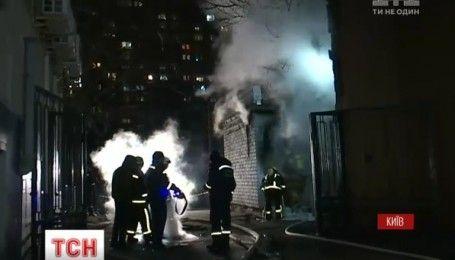 В центре столицы всю ночь спасатели тушили пожар