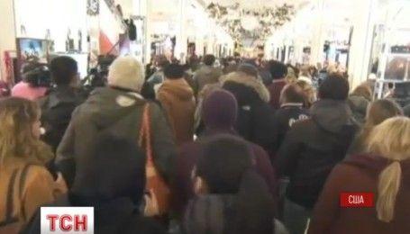 В США началась Черная пятница: шопоголики разбили палатки под магазинами