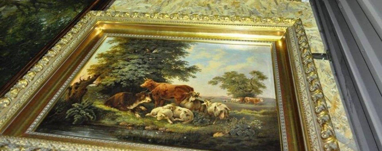 Митники затримали десятки картин XVIII–XX століття, які намагалися вивезти з України до Китаю