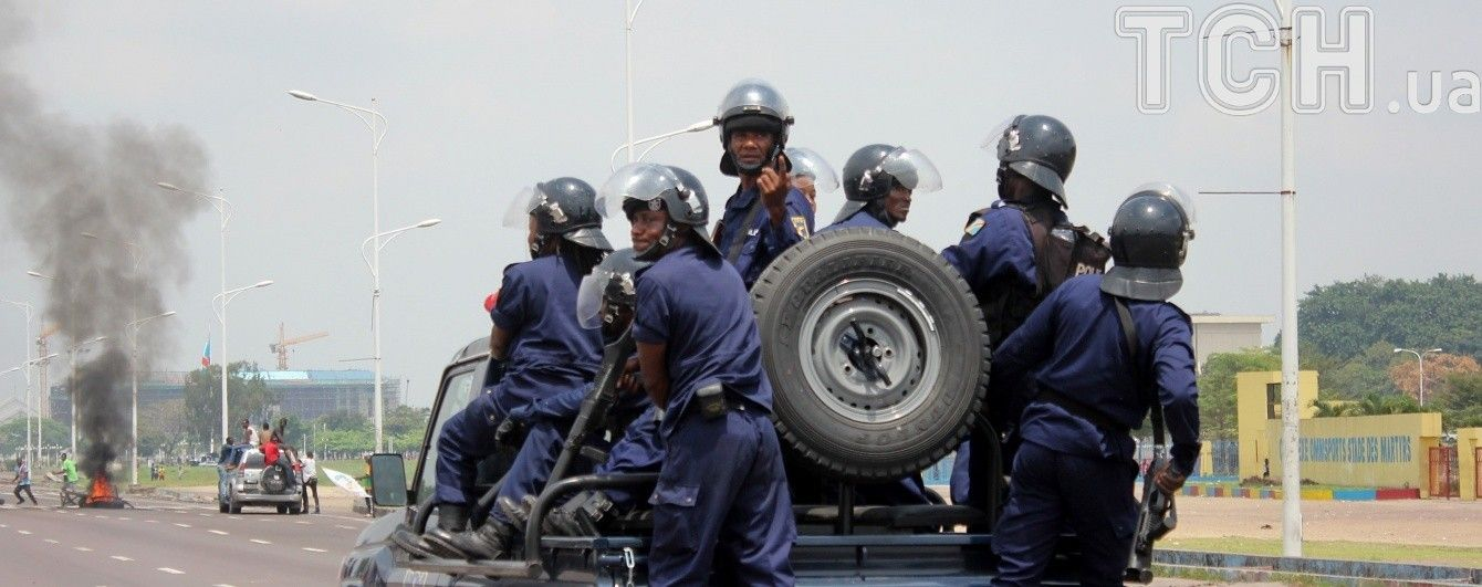 В Конго разъяренные протестующие сожгли базу миротворцев и мэрию