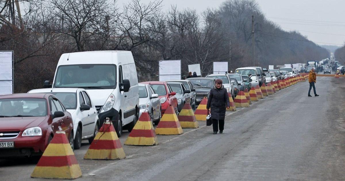 Під час перетину пункту пропуску на Донбасі померла літня жінка