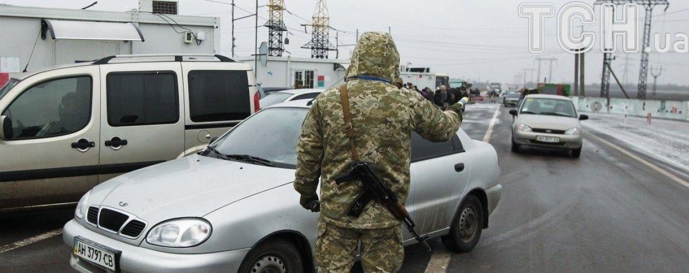 """Ворог із гранатометів і стрілецької зброї атакував КПП """"Мар'їнка"""""""