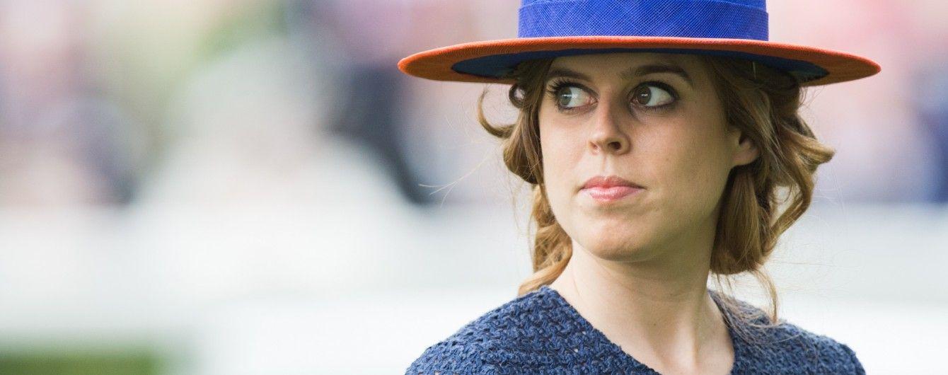 Принцесса Беатрис случайно порезала мечом лицо известному певцу – СМИ