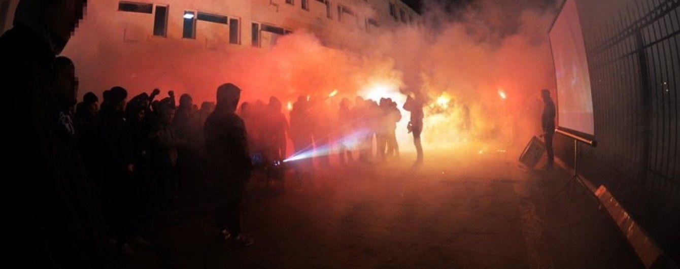 """Підтримати команду, коли не пускають на стадіон. Ультрас """"Динамо"""" показали видовищне відео з Луцька"""